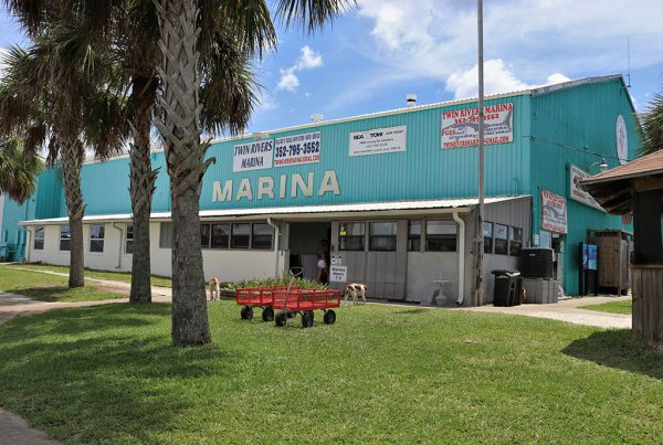 Image of the Twin Rivers Marina storefront.